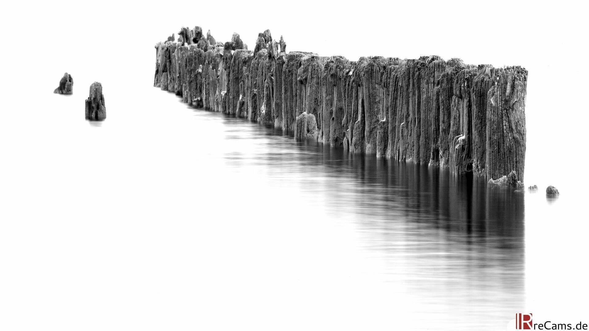 Schwarz Weiß Infrarot Buhnen in der Ostsee