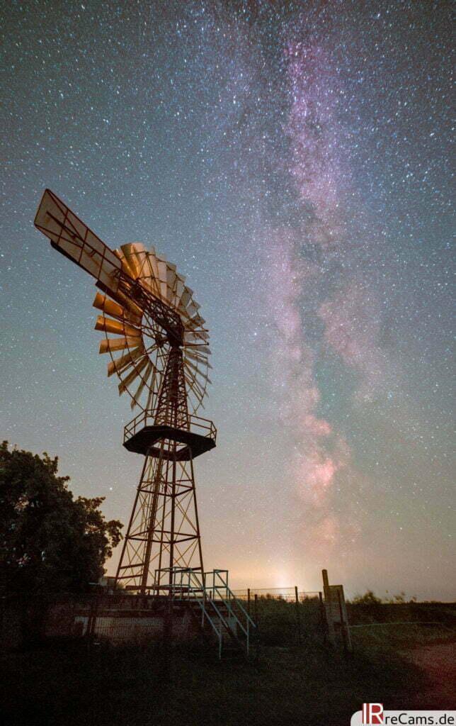 Milchstraße und Mühle mit Astrokamera